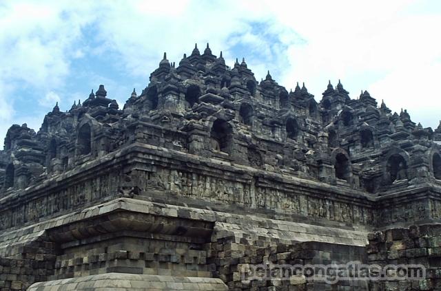 Candi Borobudur -- kebanggaan Indonesia.