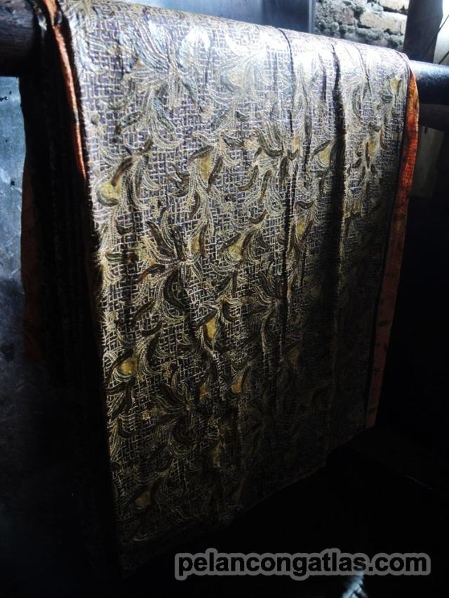 Batik yang selesai diproduksi, lalu dijemur.