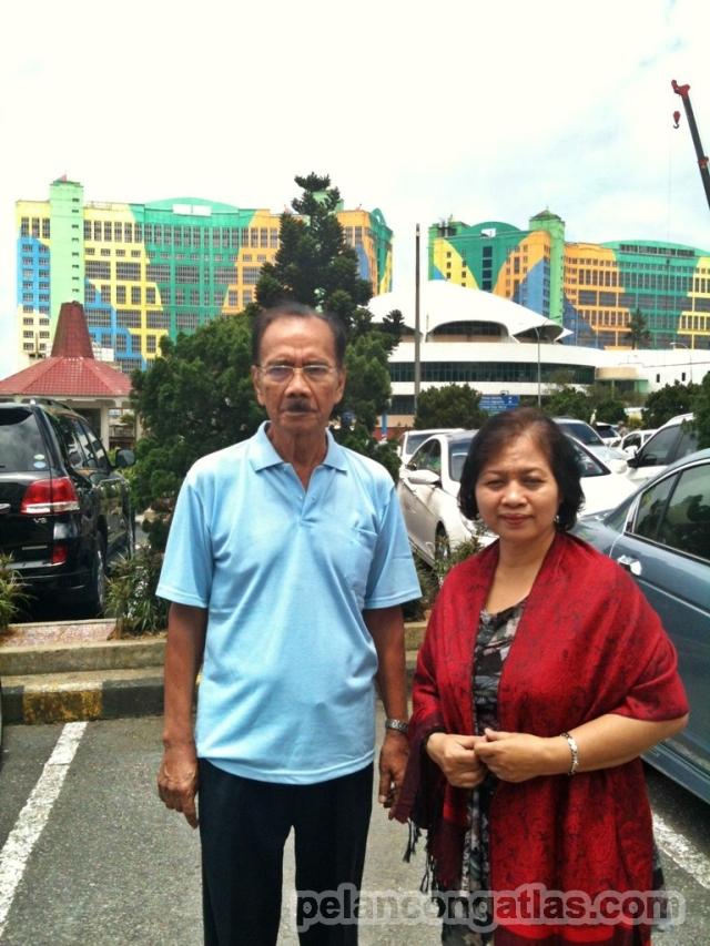 Kedua orang tua saya di Kuala Lumpur.