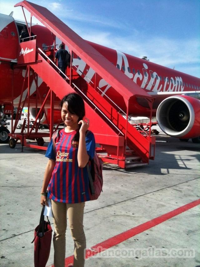 Mila, adik saya yang sempat beberapa jam menjadi pengunjung ilegal di Malaysia bersama saya :D