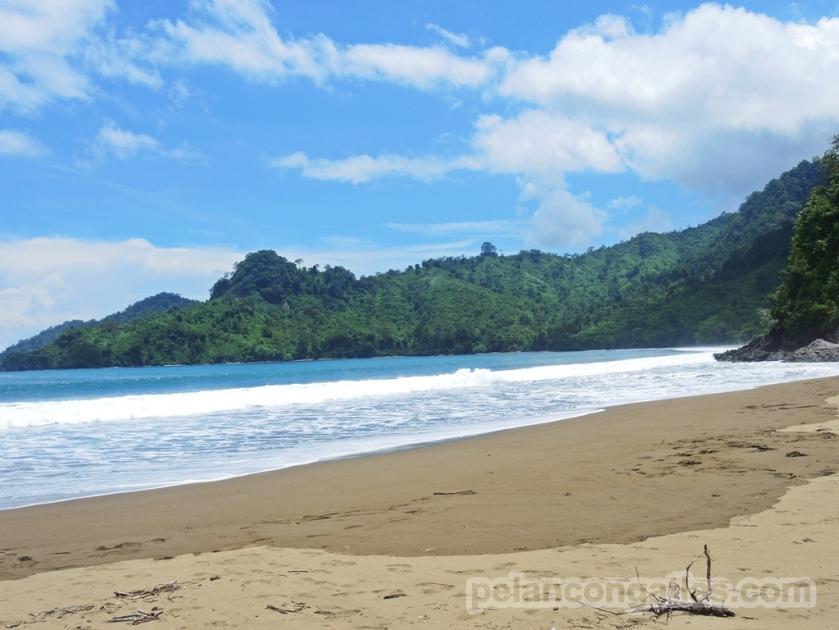 Pantai Bandealit.