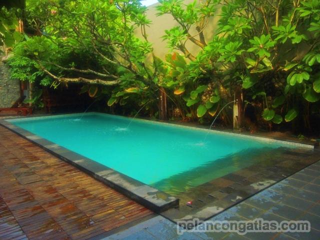 Kolam renang di Rumah Batu Villa & Spa