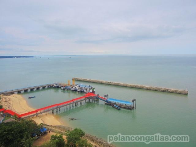 Pelabuhan Muntok dilihat dari mercusuar