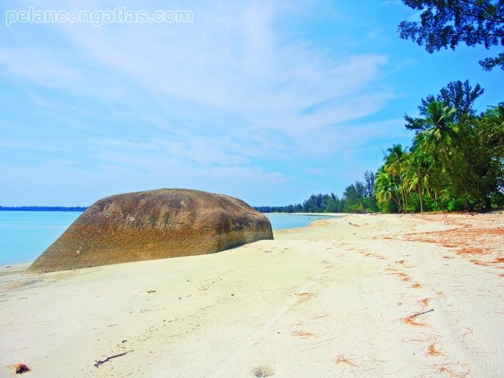 Pantai Romodong... Clear blue sky!