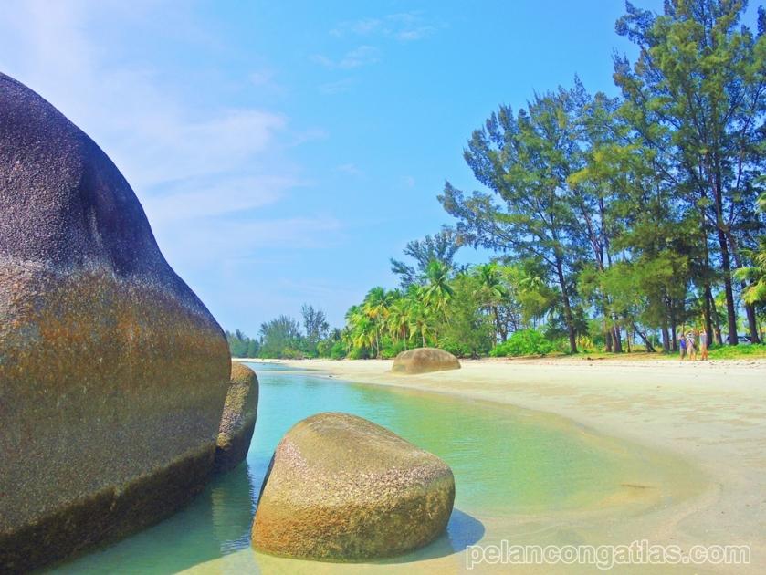 Pantai Romodong dari sisi Barat