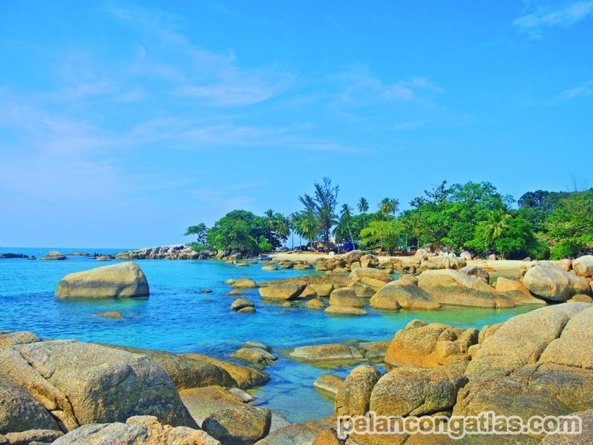 Batuan granit di Pantai Tanjung Penyusuk