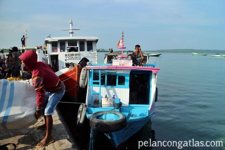 Kapal ke Pulau Kaledupa