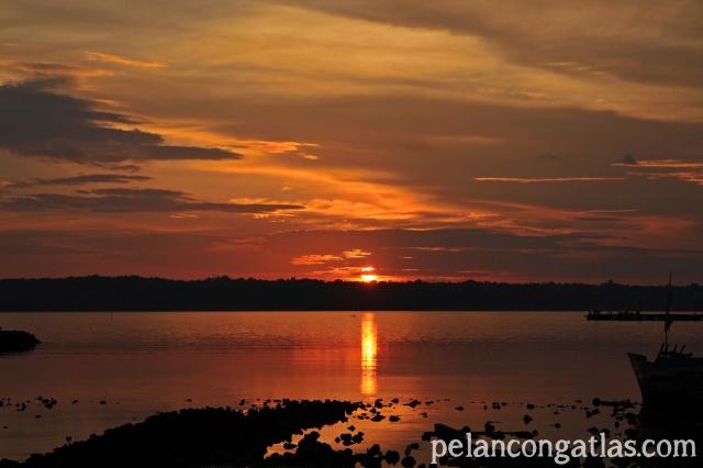 Sunset di Pulau Wangi-Wangi jangan dilewatkan